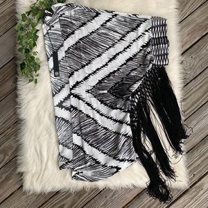 NWT House of Harlow Abstract Black & White Kimono